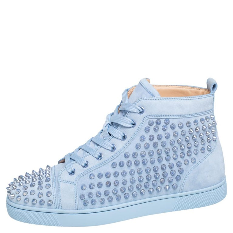 Feel great in your casual wear every time you step out in these sneakers from Christian Louboutin. They have been crafted from suede and styled as a high top with an exterior detailed with spikes. The high-top sneakers carry round toes, lace-up