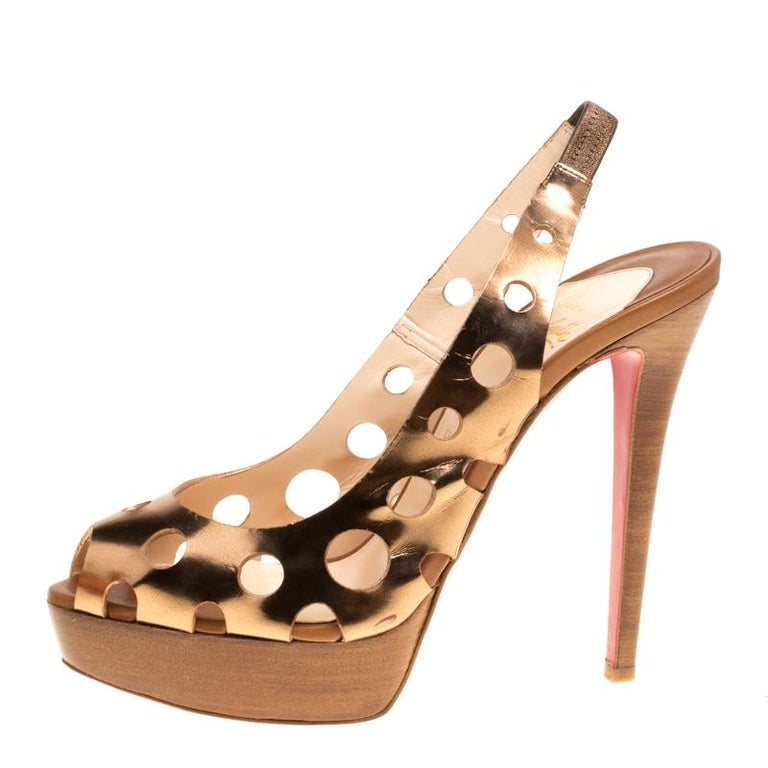 Christian Louboutin Bronze Leather Ginza Platform Slingback Sandals Size 39.5 In Good Condition For Sale In Dubai, AE