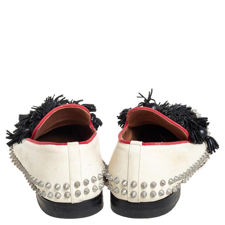 Christian Louboutin Cream Leather Tassel Loafers Size 41 In Fair Condition For Sale In Dubai, Al Qouz 2