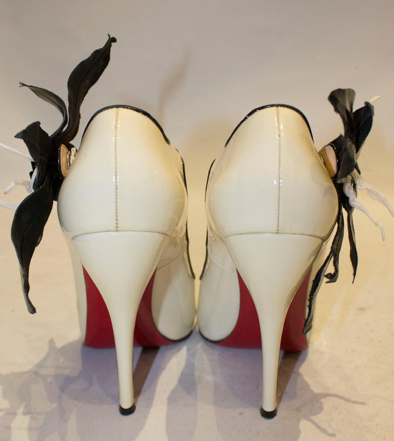 Women's Christian Louboutin Cream Patent Leather Shoes with Peep Toes and Ankle Strap For Sale