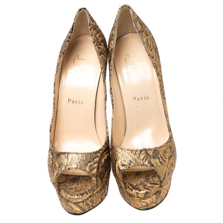Stand out from a crowd with this gorgeous pair of Louboutins that exude high fashion with class! Crafted from brocade fabric, this is a creation from their Lady Peep collection. They feature a classic gold shade with peep toes and a shimmery