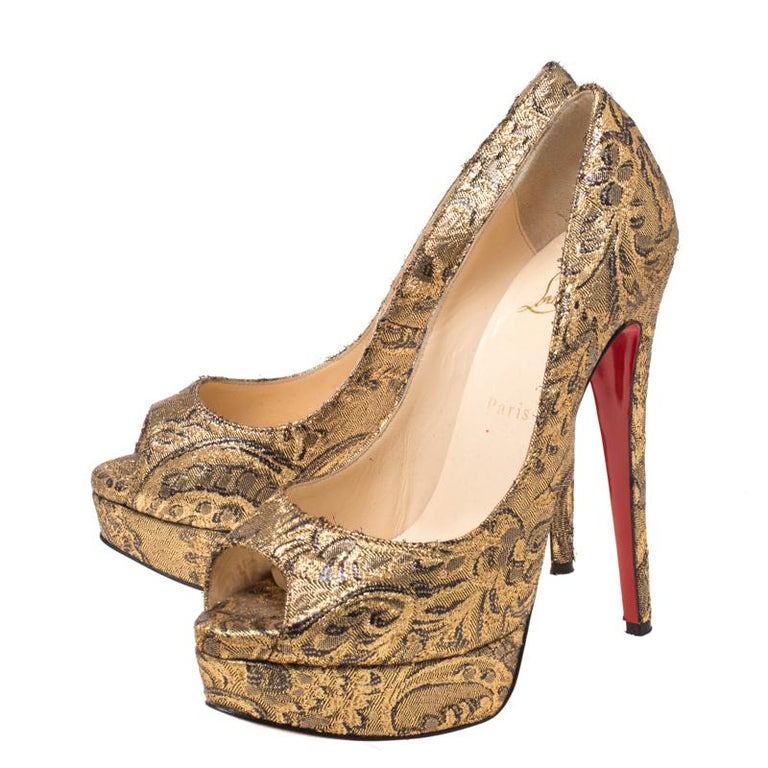 Christian Louboutin Gold Brocade Fabric Lady Peep Toe Platform Pumps Size 38.5 For Sale 1