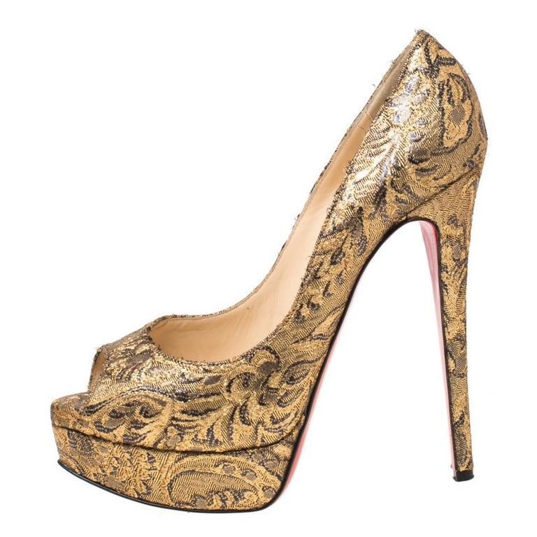 Christian Louboutin Gold Brocade Fabric Lady Peep Toe Platform Pumps Size 38.5 For Sale 2