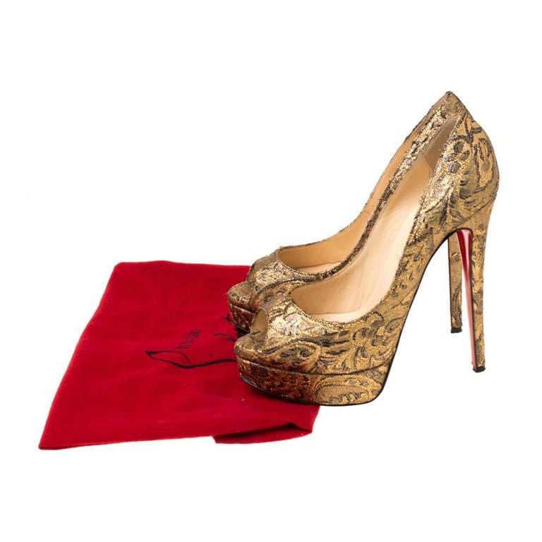 Christian Louboutin Gold Brocade Fabric Lady Peep Toe Platform Pumps Size 38.5 For Sale 3