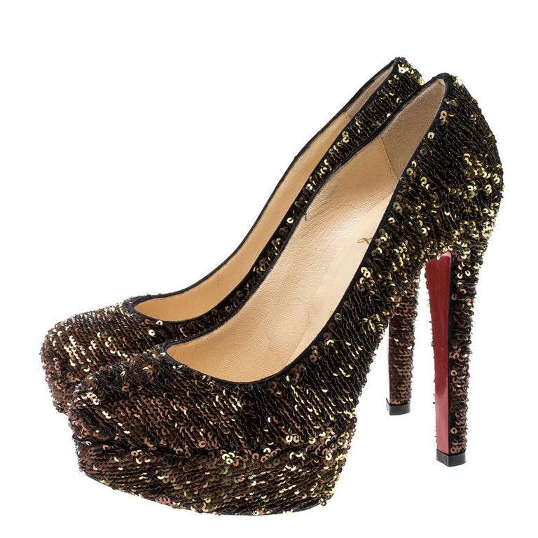 Christian Louboutin Gold Sequins Bianca Platform Pumps Size 36.5 In Good Condition For Sale In Dubai, AE
