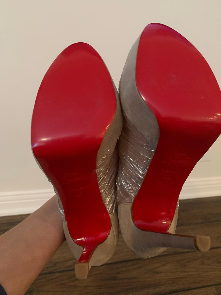 Christian Louboutin Gold Silk Ruffle Stiletto Heels Size 40  For Sale 3