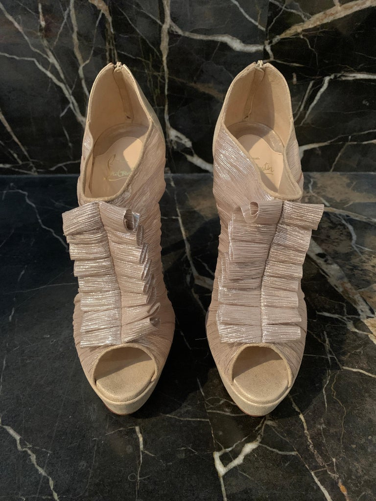 Christian Louboutin Gold Silk Ruffle Stiletto Heels Size 40  For Sale 4
