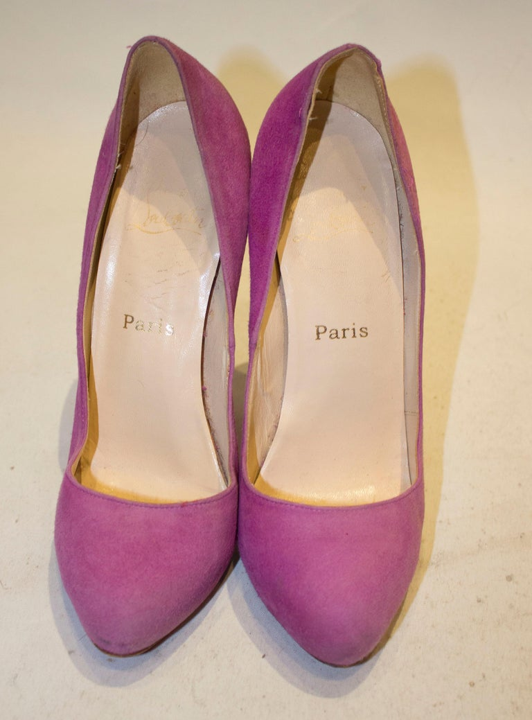 Christian Louboutin Lilac Suede Heels In Good Condition For Sale In London, GB
