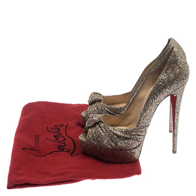 Christian Louboutin Metallic Gold Glitter Fabric Knotted Peep Toe Pumps Size 39 For Sale 3