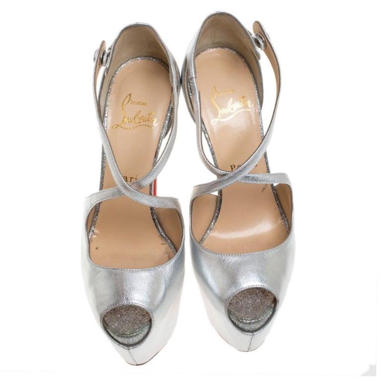 Christian Louboutin Metallic Silver Leather Exagona Platform Sandals Size 36.5 In Good Condition In Dubai, Al Qouz 2
