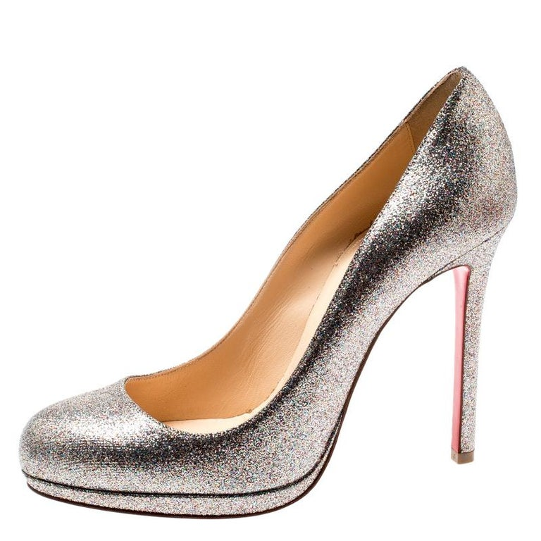 Create a glamorous appeal by flaunting this pair of New Simple pumps. They come covered in metallic glitter and feature platforms and 11.5 cm heels. Revamp your footwear collection by adding this pair of amazing Christian Louboutin pumps.