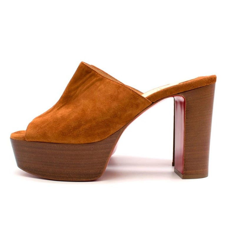 Christian Louboutin Tan 100 Suede Platform Mules 39 In New Condition For Sale In London, GB