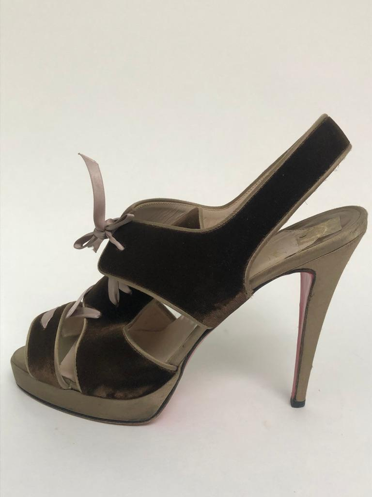 CHRISTIAN LOUBOUTIN Velvet lace up sandals In Good Condition For Sale In New York, NY