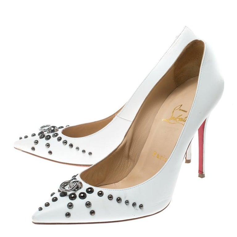 Christian Louboutin White Leather Door Knock Studded Pumps Size 39 For Sale 2
