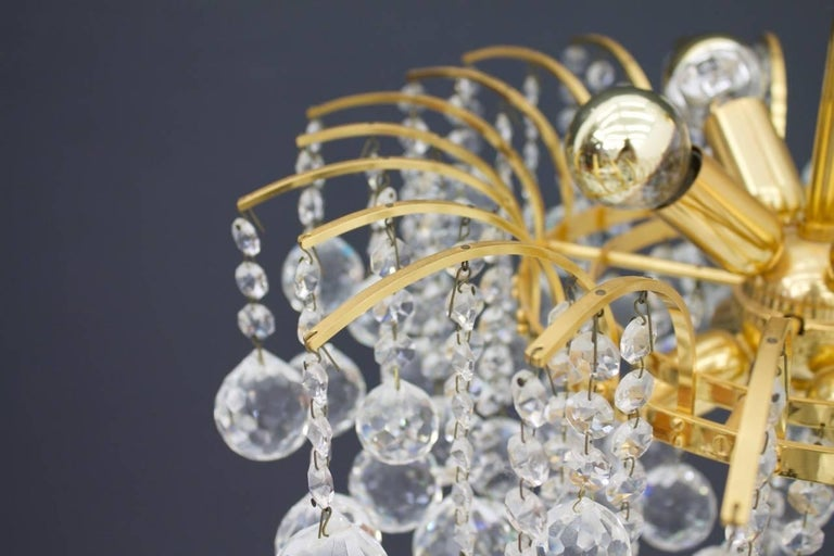 Christoph Palme chandelier in gilded brass and crystal glass from the late 1970s in an excellent condition. For eight light bulbs, each with a E14 socket and countless hand-polished glass balls. Very high quality and in very good condition. The