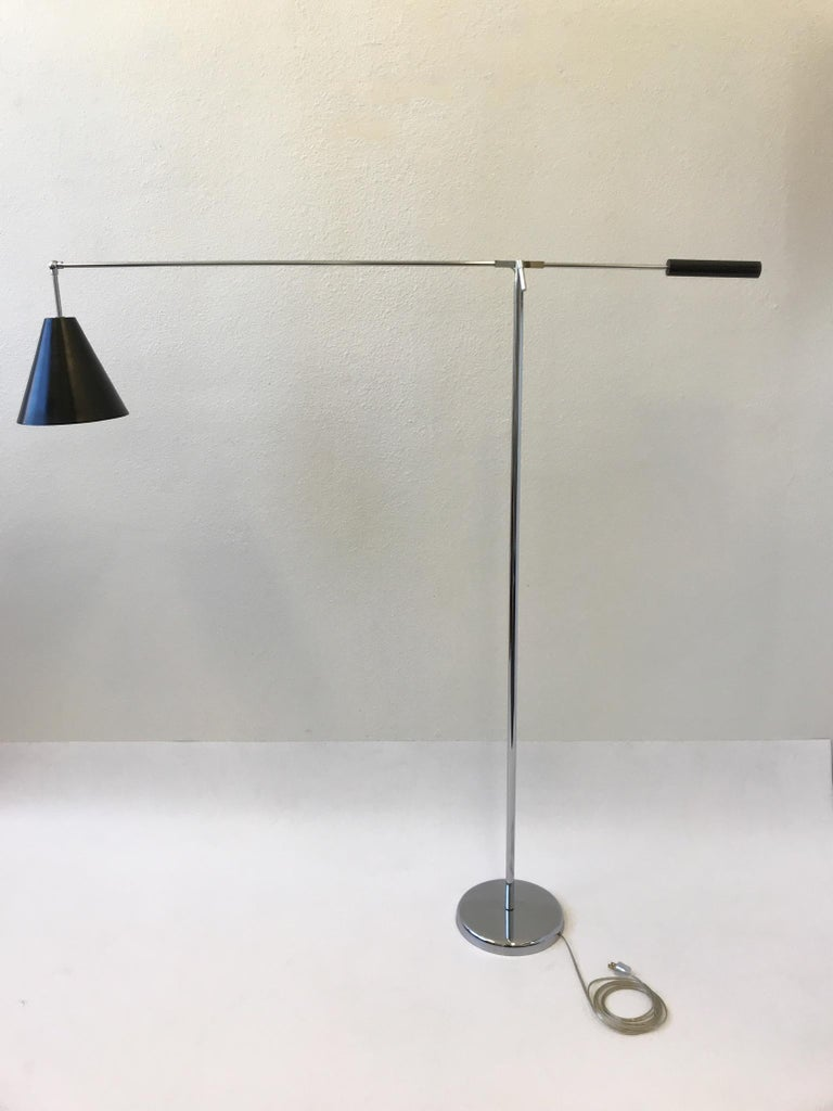Chrome and Black Lacquered Adjustable Floor Lamp by Robert Sonneman In Good Condition For Sale In Palm Springs, CA