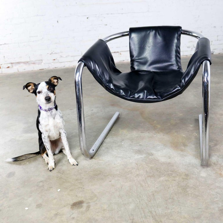 20th Century Chrome and Black Vinyl Cantilevered Sling Chair Attributed to Vecta Group, Italy For Sale