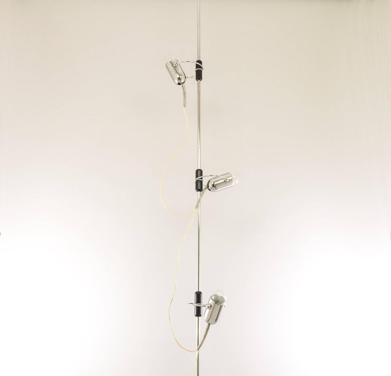 This lamp that stretches from floor to ceiling was designed during the 1960s by Francesco Fois and manufactured by Reggiani.  The construction exists of three equal 'rods' of each 90 cm long, two 'springs' of maximum 40 cm high and three chrome spot