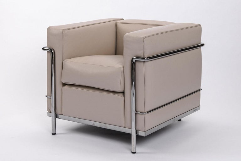 Made in Italy by Cassina, this LC2 armchair has a chrome frame with dacron cushions with Deserto Leather. Timeless, unique, and profoundly authentic, the LC2 armchair has played a role in the history of furniture design, becoming a worldwide icon.