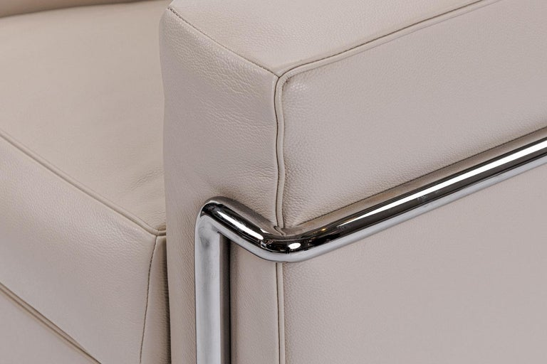 Modern Chrome Frame with Ivory Leather Cushions LC2 Armchair, Cassina For Sale