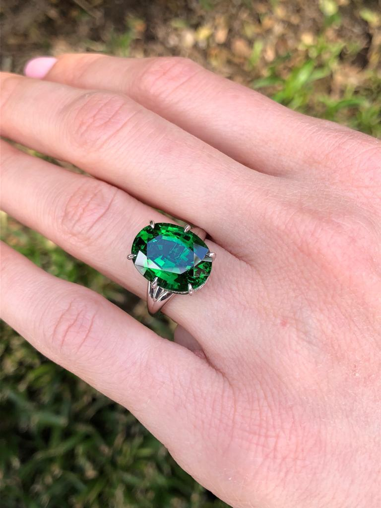 Chrome Green Tourmaline Ring Oval 7.70 Carats GIA Certified For Sale 4