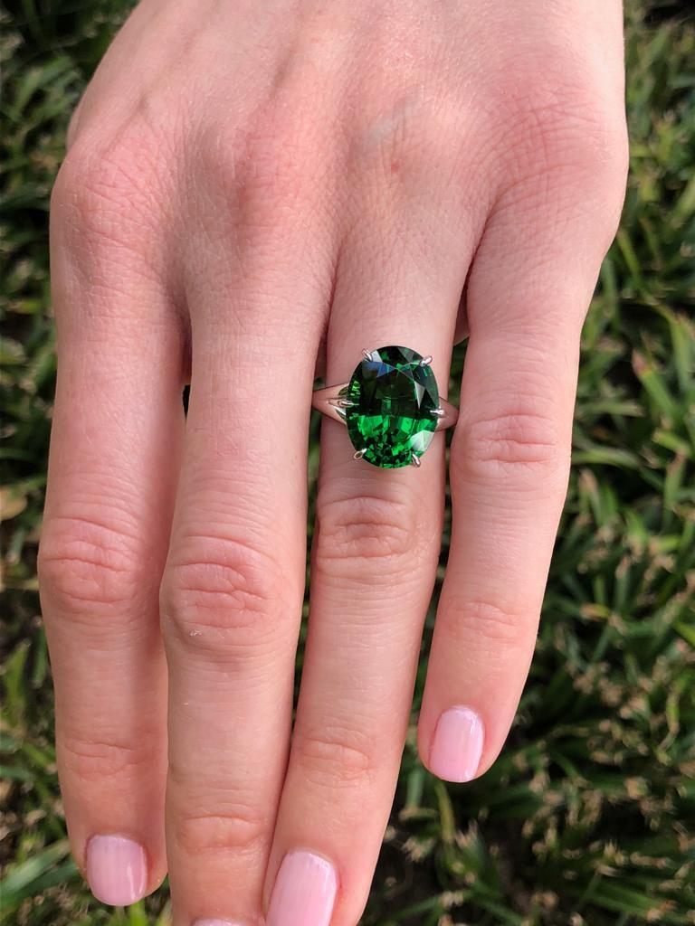 Chrome Green Tourmaline Ring Oval 7.70 Carats GIA Certified For Sale 1