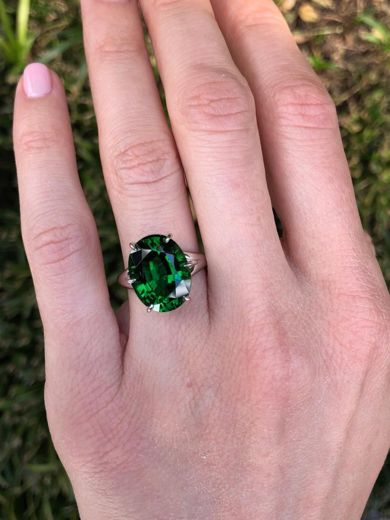 Chrome Green Tourmaline Ring Oval 7.70 Carats GIA Certified For Sale 2