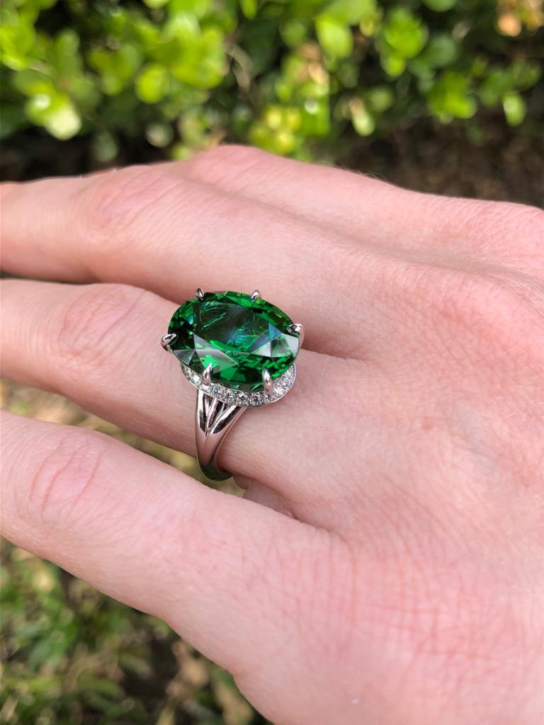 Chrome Green Tourmaline Ring Oval 7.70 Carats GIA Certified For Sale 3