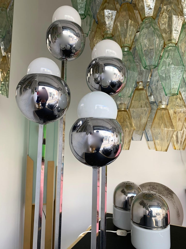 Tall table lamp chrome ball black wood lacquered base by Robert Sonneman. Wired for US. famous design like Sciolari, Reggiani, Luci, Lumi.