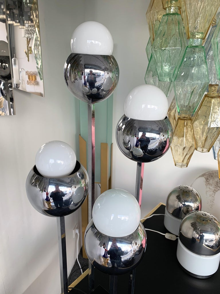 American Chrome Metal Ball Lamp by Robert Sonneman. 1970s For Sale