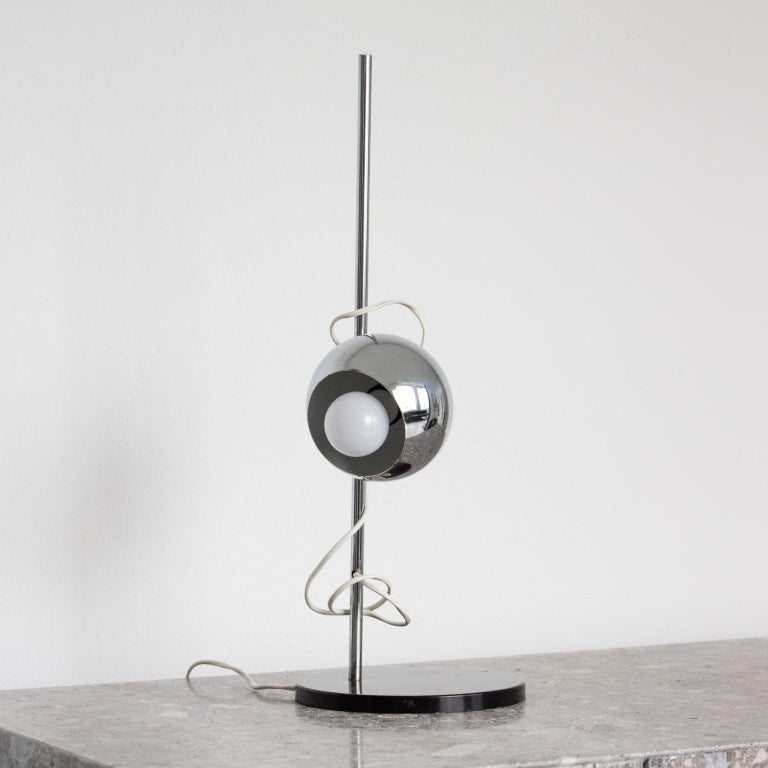 This peculiar lamp was designed and realized by Reggiani during the eclectic, 1960s. It features an intense blue lacquered eyeball reflector that joins steadily the vertical structure through a magnet allowing to adjust the focus to any orientation.