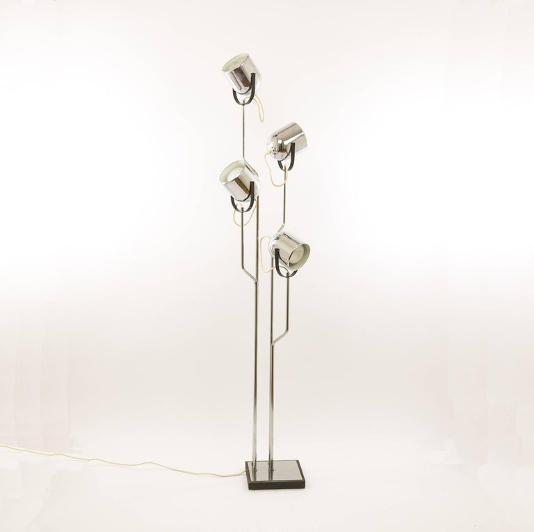 Chromed floor lamp by Goffredo Reggiani with four spotlights that can be moved independently. The shades that are made of chromed metal are coated white on the inside. The lamps has four stems that are nicely bent and add to its appeal. 