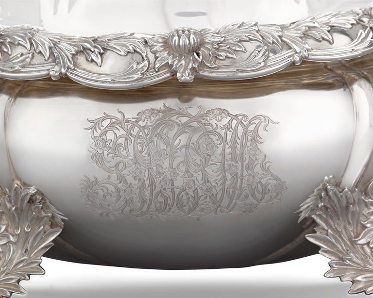 Chrysanthemum Covered Soup Tureen by Tiffany & Co. In Excellent Condition For Sale In New Orleans, LA