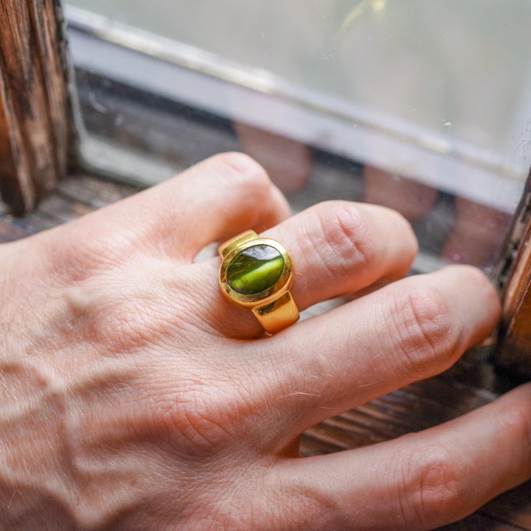 Men's Ring Rare Cat's Eye Chrysoberyl is Acid Green 11.5 Carat and 22 Karat Gold For Sale 15