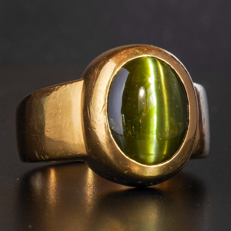 Men's Ring Rare Cat's Eye Chrysoberyl is Acid Green 11.5 Carat and 22 Karat Gold For Sale 11