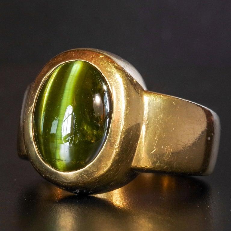 Men's Ring Rare Cat's Eye Chrysoberyl is Acid Green 11.5 Carat and 22 Karat Gold For Sale 12