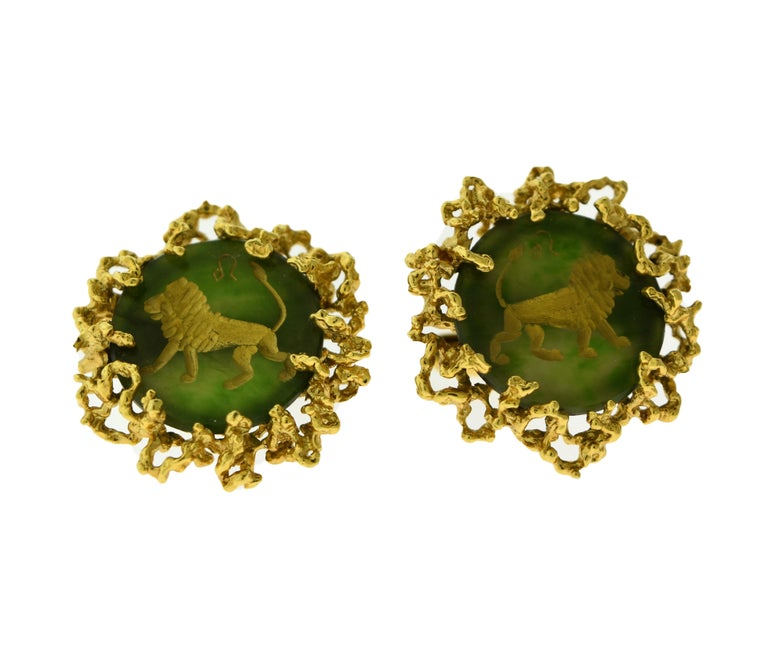 Women's or Men's Chrysoprase and 18 Karat Yellow Gold Cufflinks with Lion Motif For Sale
