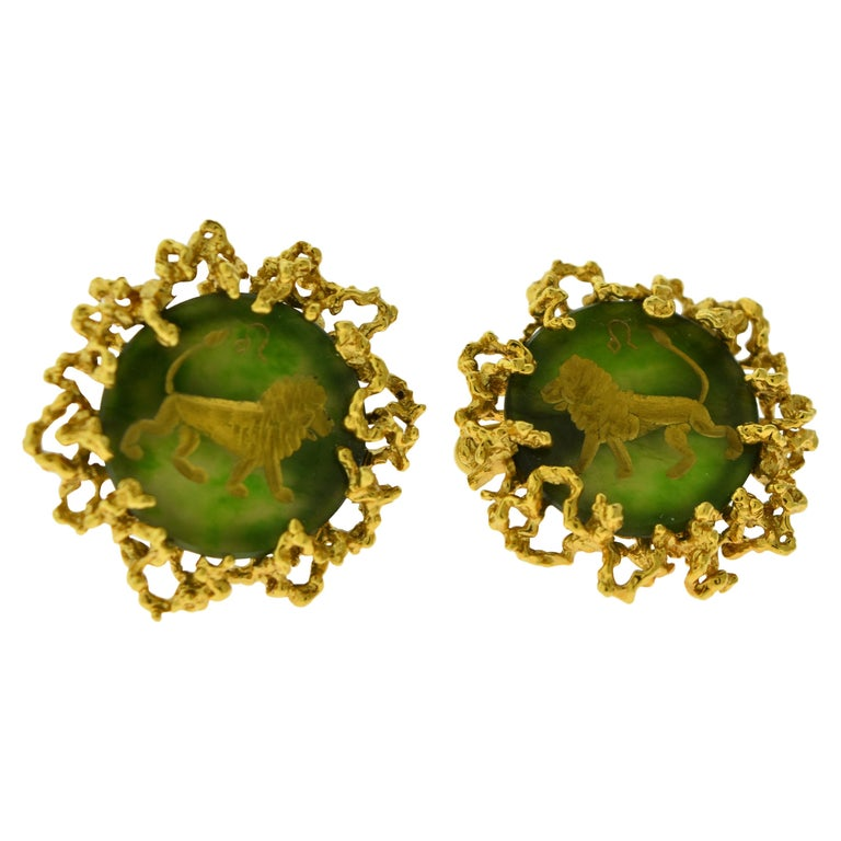 Chrysoprase and 18 Karat Yellow Gold Cufflinks with Lion Motif For Sale