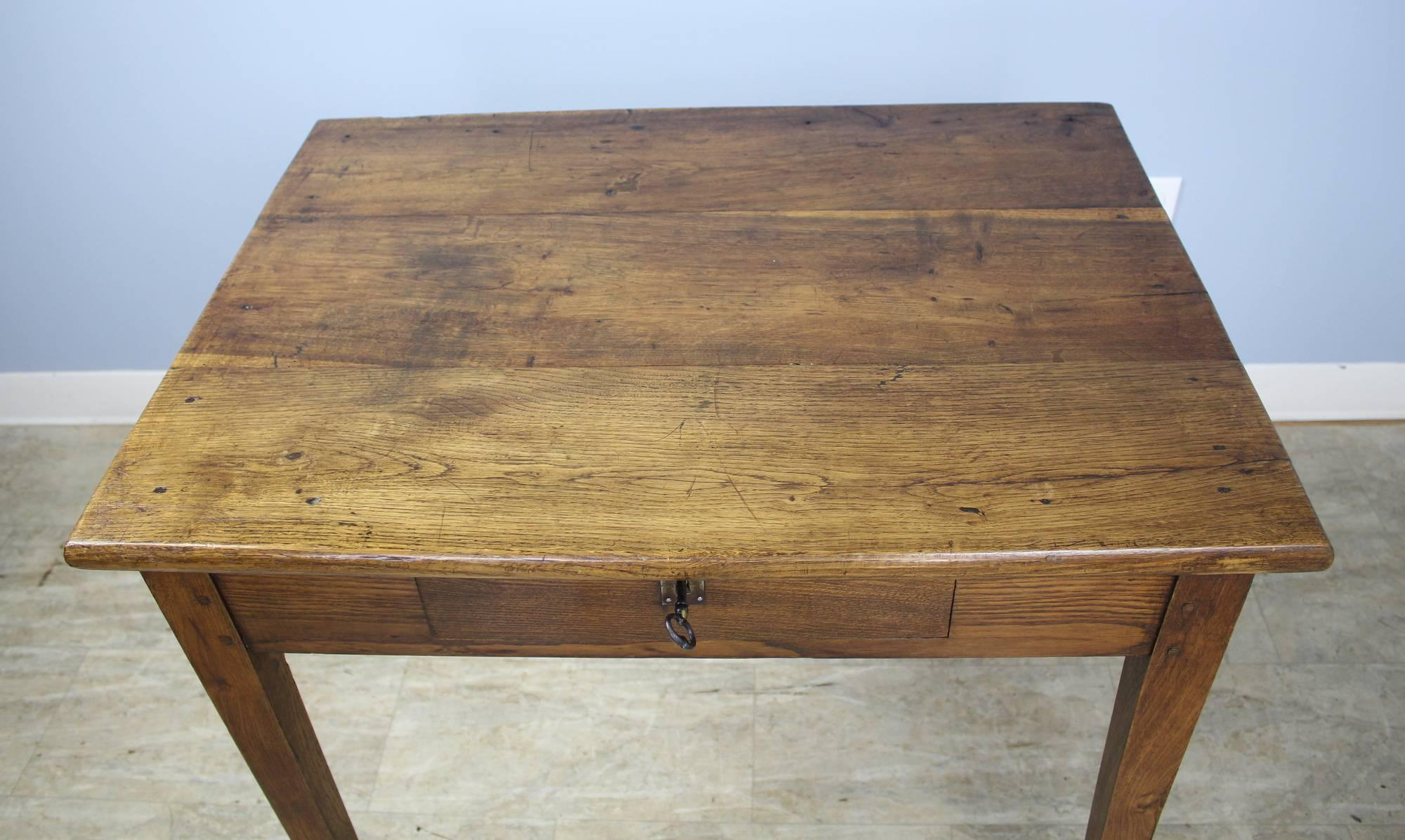 Beau 19th Century Chunky Antique Oak Side Table For Sale