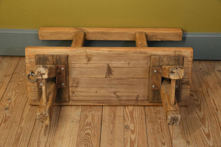 Chunky Oak Rustic Bench with Primitive Hand-Made design  For Sale 3