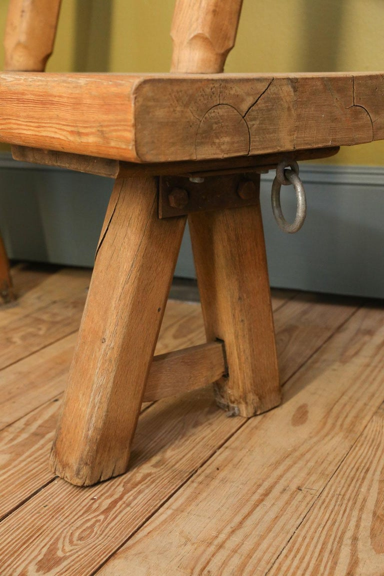 Chunky Oak Rustic Bench with Primitive Hand-Made design  In Good Condition For Sale In Houston, TX