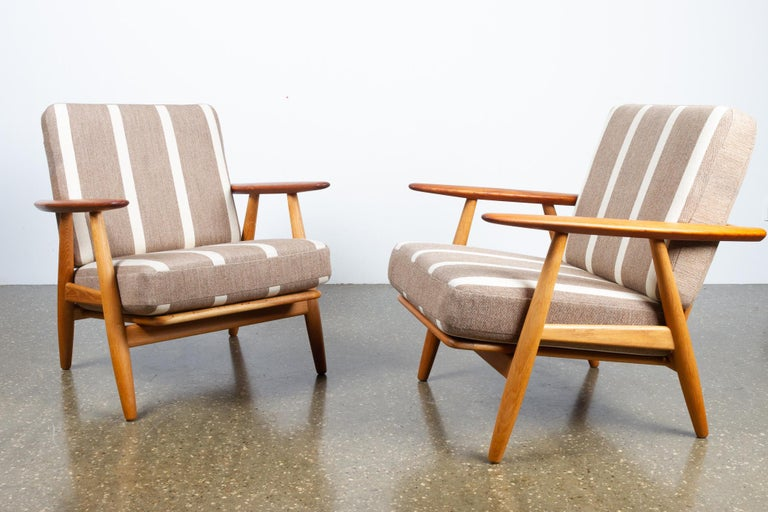 Cigar GE-240 Easy Chairs by Hans J. Wegner 1950s, Set of 2 For Sale 13