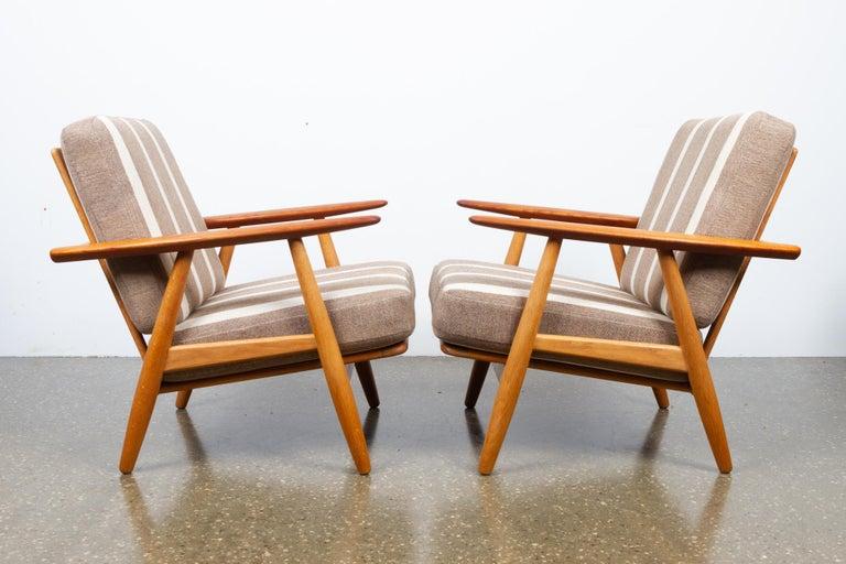 Danish Cigar GE-240 Easy Chairs by Hans J. Wegner 1950s, Set of 2 For Sale