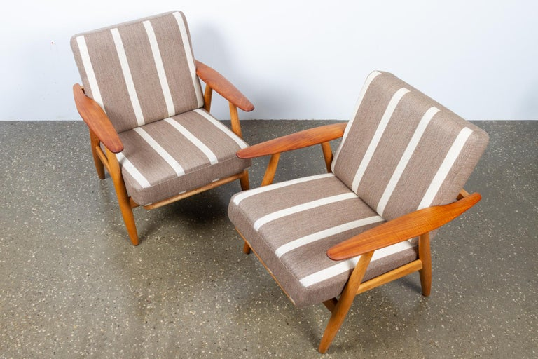 Mid-20th Century Cigar GE-240 Easy Chairs by Hans J. Wegner 1950s, Set of 2 For Sale