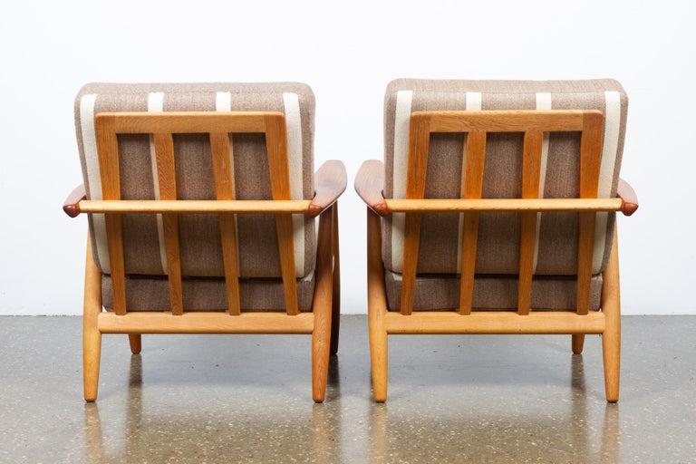 Oak Cigar GE-240 Easy Chairs by Hans J. Wegner 1950s, Set of 2 For Sale
