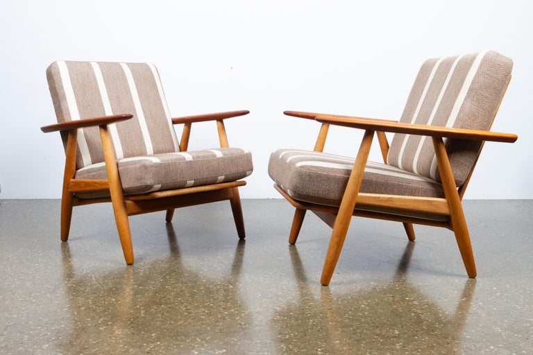 Cigar GE-240 Easy Chairs by Hans J. Wegner 1950s, Set of 2 For Sale 2