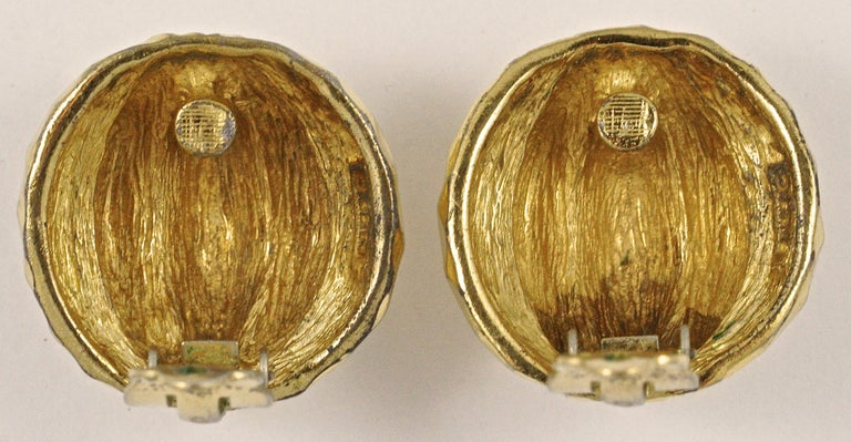 Ciner Gold Plated Domed Clip On Earrings with a Ridged and Patterned Design In Good Condition For Sale In London, GB