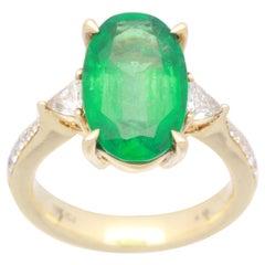 Cirari 4 3/16 Carat Oval-Cut Emerald and Diamond 18 Karat Yellow Gold Ring
