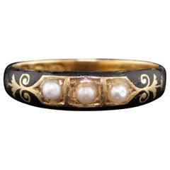 Antique Georgian 18 Karat Yellow Gold Black Enamel and Pearl Mourning Ring