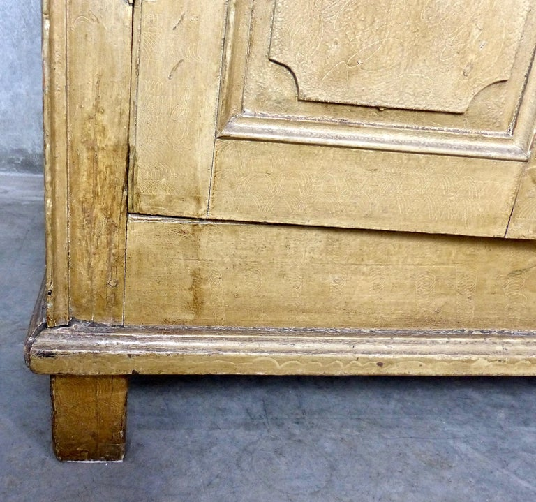 Painted Quebec Pine Canadian Armoire Cabinet, circa 1850 In Good Condition In Surrey, BC